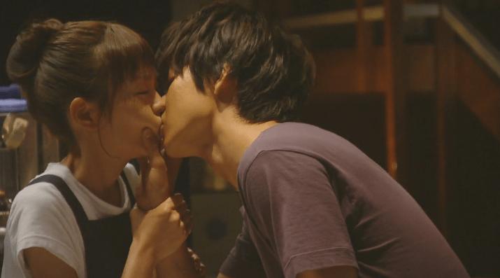 桐谷美玲と山﨑賢人のキス