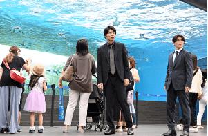 キワドい2人(サンシャイン水族館)